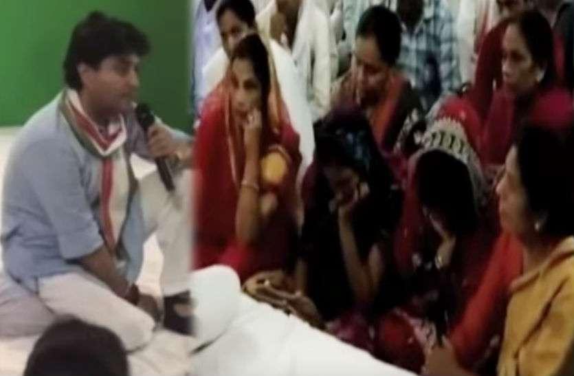 ज्योतिरादित्य सिंधिया के सामने फूट-फूट कर रोईं महिलाएं, बाहर मंत्री देते रहे पहरा!