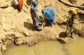 पीने के साफ पानी के लिए सालों से तरस रहे हैं ग्रामीण