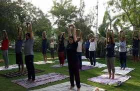 International yoga day के लिए योग शिक्षक ने यहां लगाया कैंप, फ्री में दी जा रही क्लास