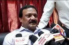video : प्रभारी मंत्री वर्मा दुष्कर्म पीडि़ता के परिवार से मिले...और कहा फांसी होना चाहिए दरिंदे को...