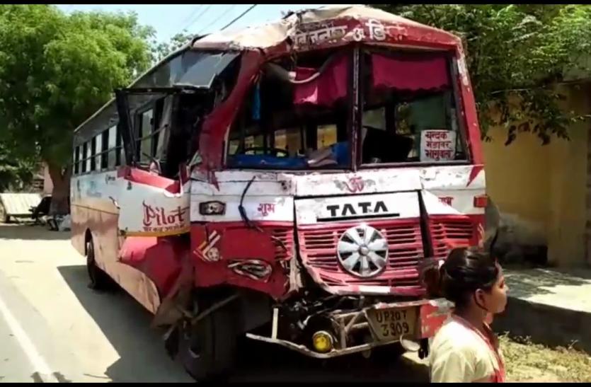 ट्रेलर स्लीपर बस से टकराया, दस यात्री घायल