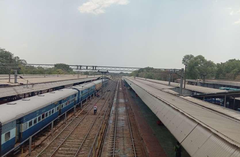 इस सबसे बड़े जंक्शन में रेलवे ट्रैक की वर्षों पुरानी बनावट से हर दिन पिटती है कई ट्रेनें, क्रॉस मूवमेंट न होने से परेशान होते हैं हजारों यात्री
