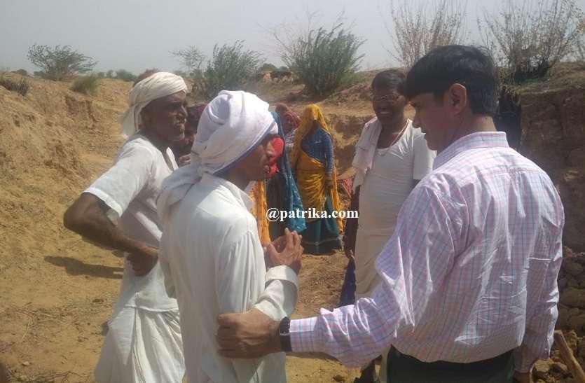 जिला कलेक्टर डॉ एस पी सिंह ने कड़ी गवरी गांव में किया नरेगा कार्य का निरीक्षण