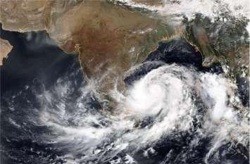 ALERT! गुजरात की ओर बढ़ रहा 'वायु' चक्रवात, राहत व बचाव के लिए NDRF की टीमें तैनात, राजस्थान में भी दिखा सकता है असर