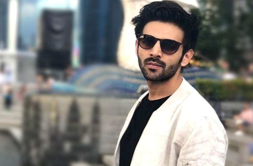 kartik-aaryan-fans-excited-to-see-too-many-kartik-in-mall-video
