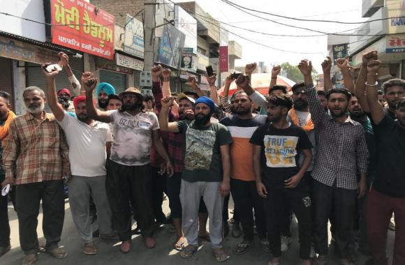 बोरवैल में जिंदगी की जंग हार गया दो साल का फतेहवीर, काम न आई रेस्क्यू टीम की कोई युक्ति, लोगों ने किया विरोध प्रदर्शन