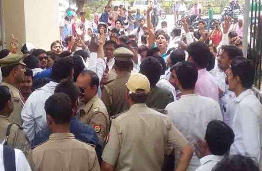 मूल्याकंन में गड़बड़ी को लेकर छात्रों ने दी धमकी, विश्वविद्यालय प्रशासन के होश उड़े
