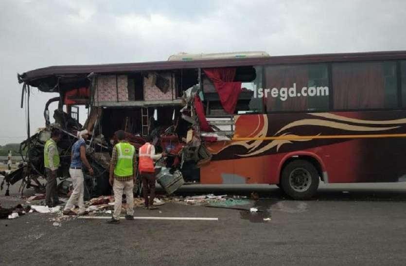 आगरा-लखनऊ एक्सप्रेस वे पर ट्रक और बस में जोरदार टक्कर, दो की मौत 15 घायल