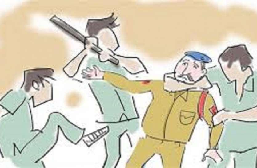 बंगाल में पुलिस पर हमला, थाना प्रभारी जख्मी