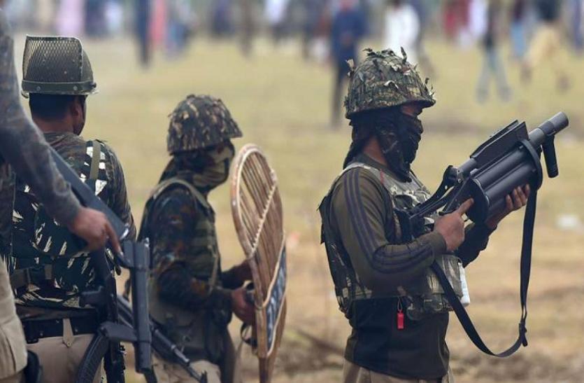 कश्मीर: सोपोर में सुरक्षाबलों ने मार गिराया खूंखार आतंकी, स्कूल और इंटरनेट सेवाएं बंद