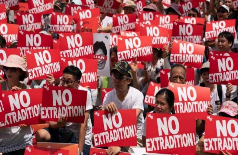 हांगकांग: प्रत्यर्पण कानून पर जारी है विवाद, पुलिस और प्रदर्शनकारियों के बीच तीखी झड़पें