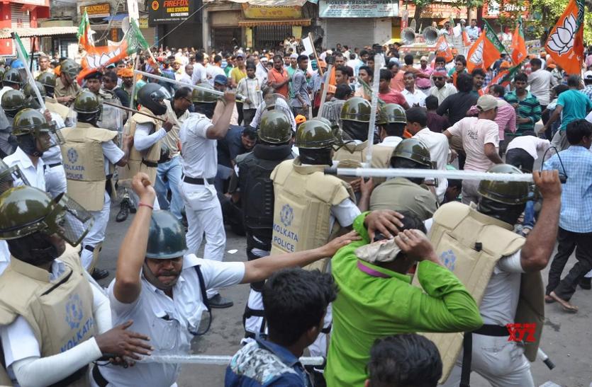 बंगाल में भाजपा कार्यकर्ताओं का प्रदर्शन, पुलिस ने दागे आंसू गैस के गोले