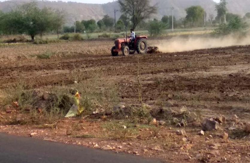धरतीपुत्र जुटे मेह की अगवानी मे,कृषि विभाग ने तय किया बुवाई का लक्ष्य