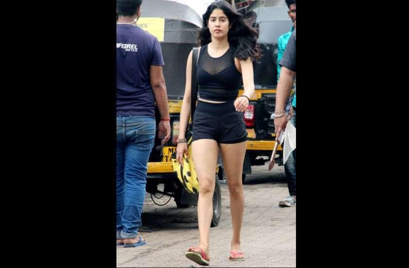 Janhvi kapoor in black gym clothes latest photos