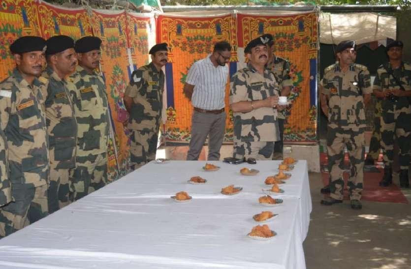 बीएसएफ के आइजी ने लिया सीमा चौकियों पर सुरक्षा प्रबंधों का जायजा