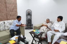 सीएम अरविंद केजरीवाल से मिलीं शीला दीक्षित, बोलीं- अब दिल्लीवासियों को दो मुफ्त बिजली