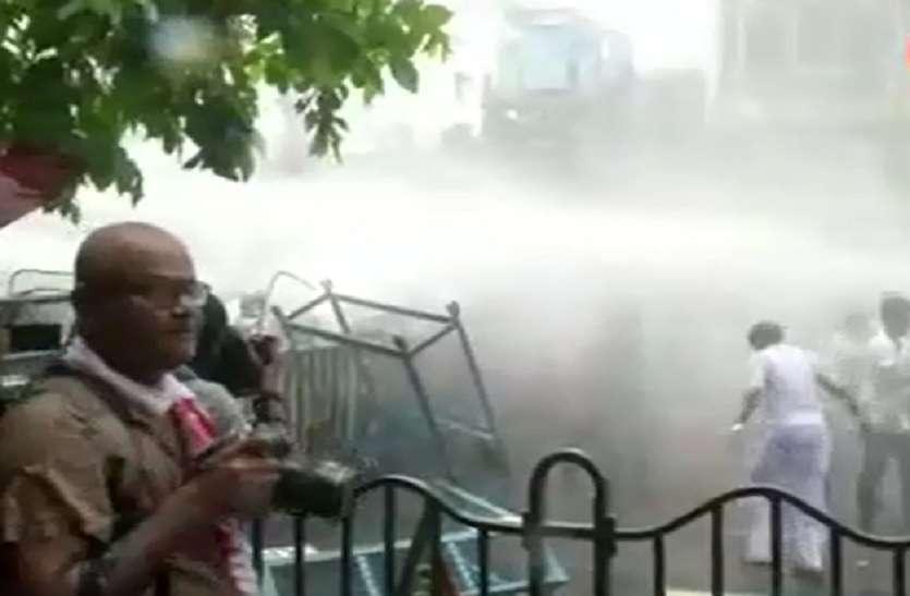 VIDEO- ममता के खिलाफ भाजपा का प्रदर्शन, पुलिस ने पानी की बोछारें कर दागे आंसू गैस के गोले, लाठीचार्ज