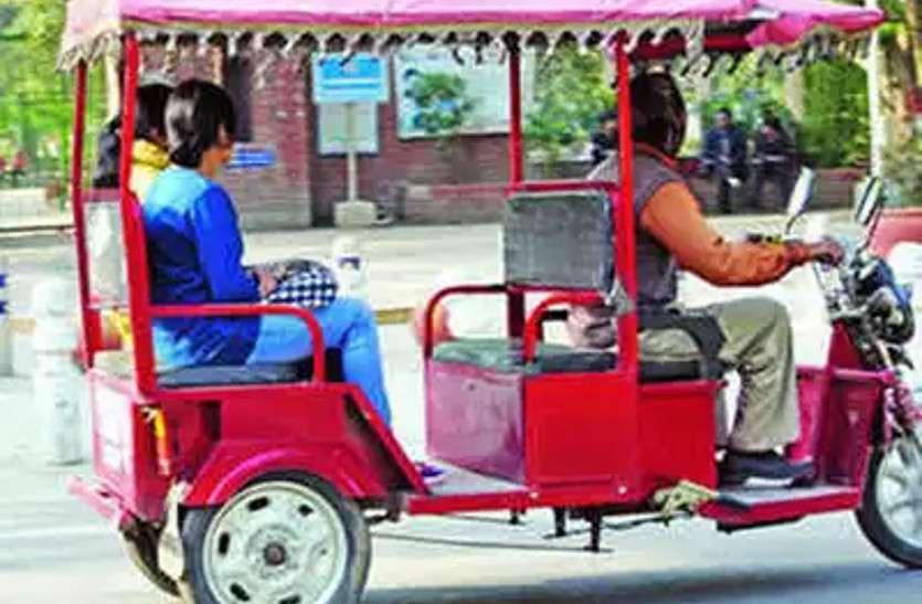 ननद-भौजाई से दो लाख रुपए के जेवर लूट ले गए बाइक सवार