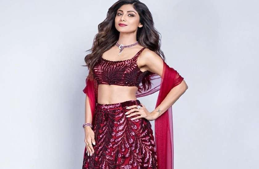 Shilpa Shetty in maroon velvet lehenga photos viral