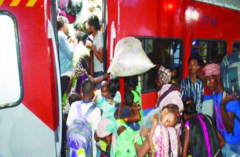 VIDEO : भीषण गर्मी में ट्रेनों में पसीने से तरबतर होते यात्री