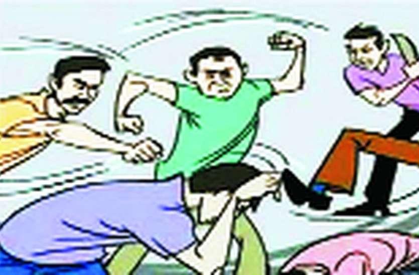 पुलिस की कारस्तानी : युवक ने की थी मारपीट,पुलिस बुजुर्ग को पकड़ लाई