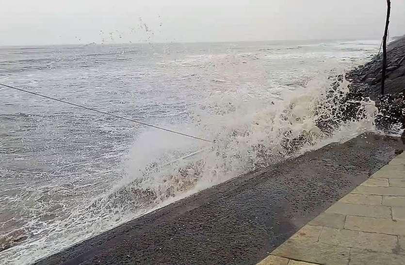 दक्षिण गुजरात में समुद्र किनारे हाईअलर्ट, पुलिस टीम तैनात