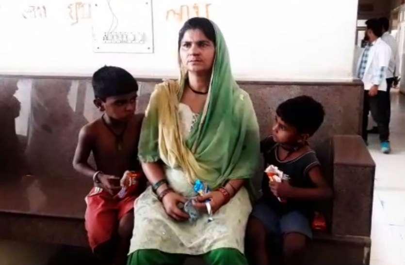 तपती दोपहरी में लाचार मां के सहारे के लिए बेटियों ने दिन रात की मेहनत, जब मेहनताना देने का नंबर आया तो गोदाम स्वामी ने कर दिया ऐसा हाल, देखें वीडियो