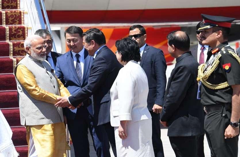 Image result for प्रधानमंत्री मोदी ने एससीओ सम्मेलन से पहले किर्गिस्तान के राष्ट्रपति से की मुलाकात