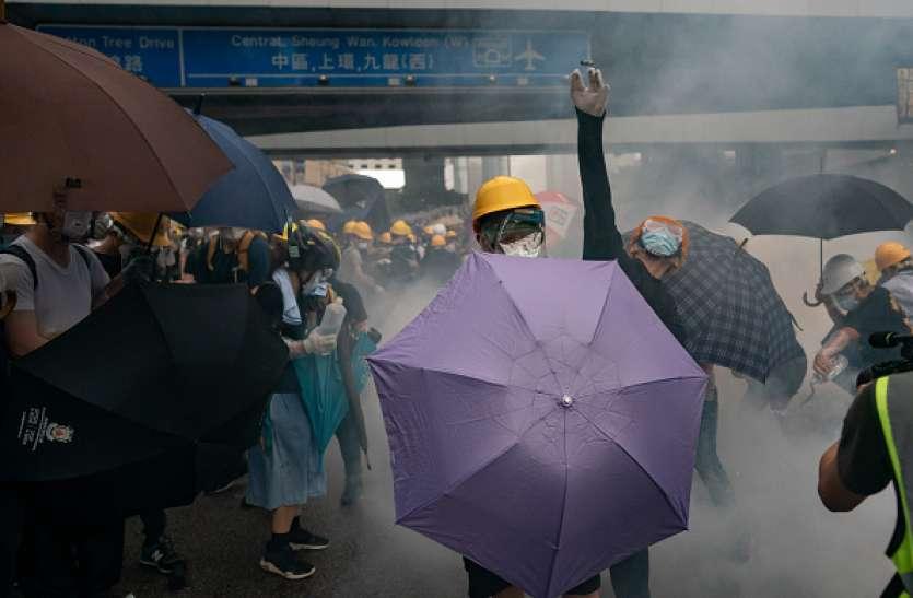 प्रत्यर्पण बिल को लेकर सख्त हुई हांगकांग सरकार, प्रदर्शनकारियों पर भारी बल प्रयोग में 70 से अधिक घायल