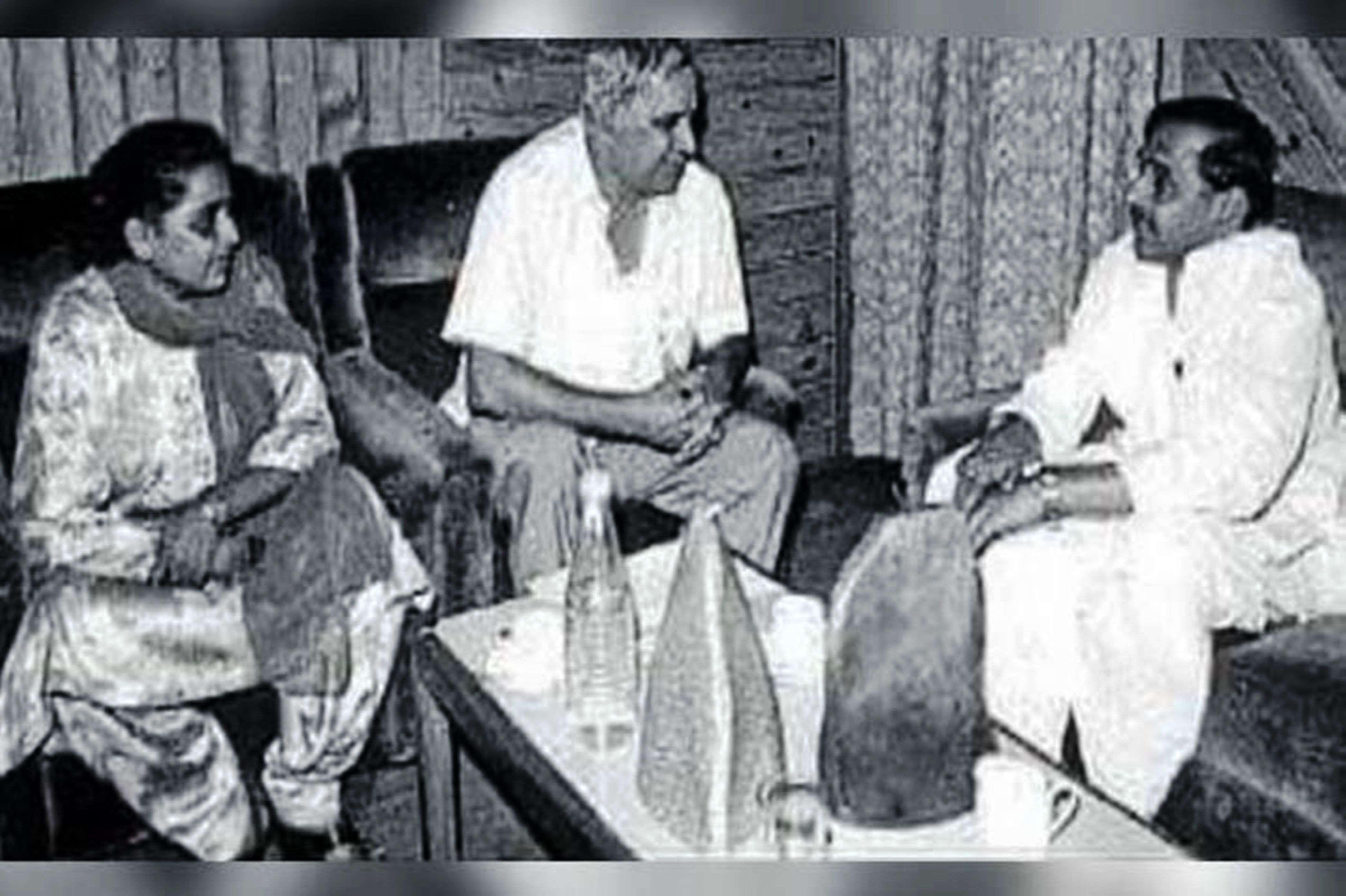 mulayam singh yadav life story in admitted to medanta hospital