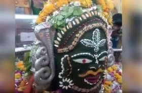 Video: महाकाल मंदिर में भक्तों को दिखी भगवान शिव की आकृति