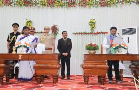 आजसू पार्टी विधायक रामचंद्र सहिस ने मंत्री के रूप में शपथ ली