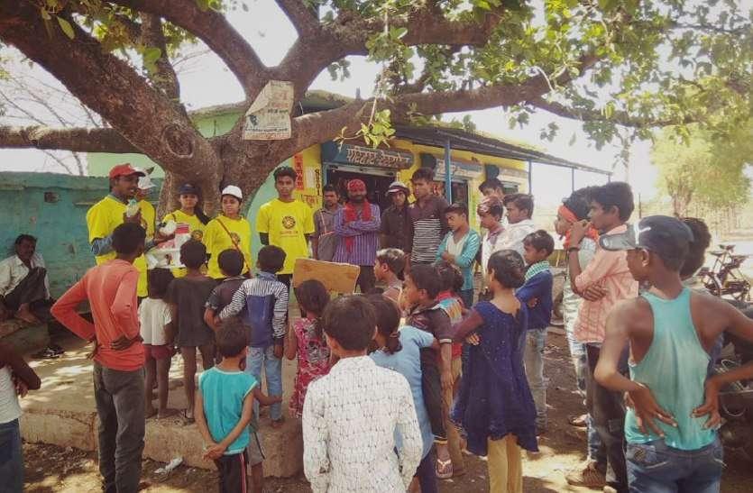 राष्ट्रीय सेवा योजना की खास पहल: साइंस मॉडल से ग्रामीणों को पानी के लिए किया अवेयर