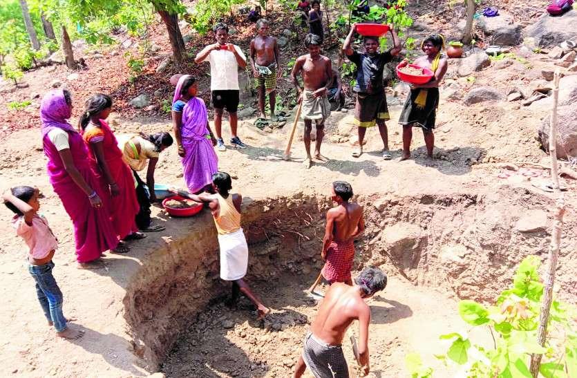 जब बूंद-बूंद पानी के लिए तरसने लगे पंडो जनजाति के 32 परिवार, तो तीन दिन के भीतर कर दिया ये काम...