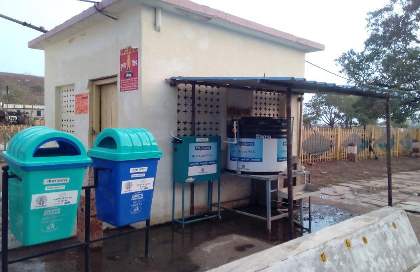 छोटे रेलवे स्टेशन पर यात्रियों को मिलता है उबला पानी
