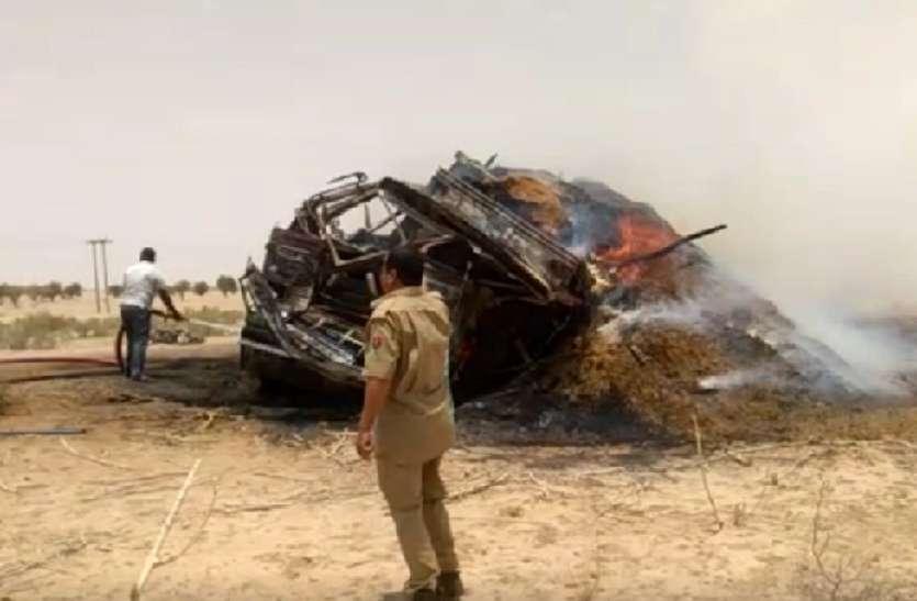 Video:चारे से भरे ट्रक मे लगी भीषण आग,मशक्कत से पाया काबू में