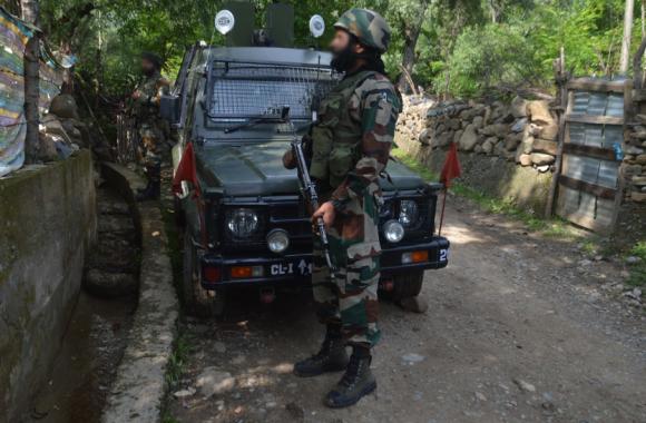 ENCOUNTER: दक्षिण कश्मीर में 2 आतंकी ढेर, उड़ी में चार मिलिटेंट गिरफ्तार