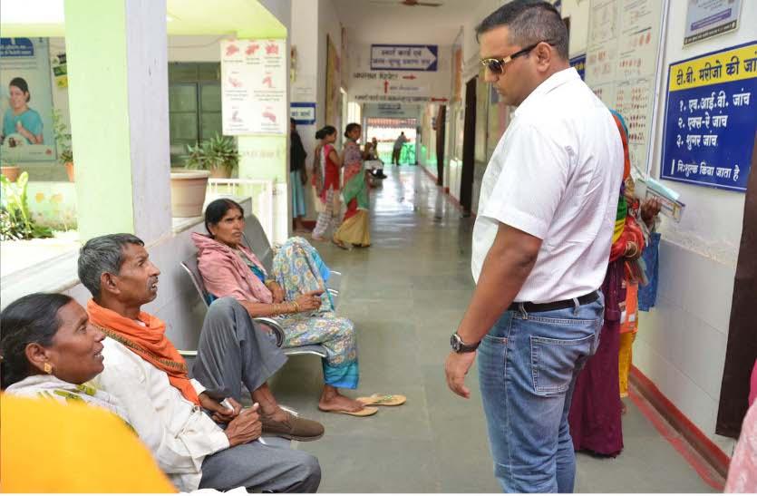 कलक्टर का औचक निरीक्षण, दो सामुदायिक स्वास्थ्य केंद्रों में दी दबिश