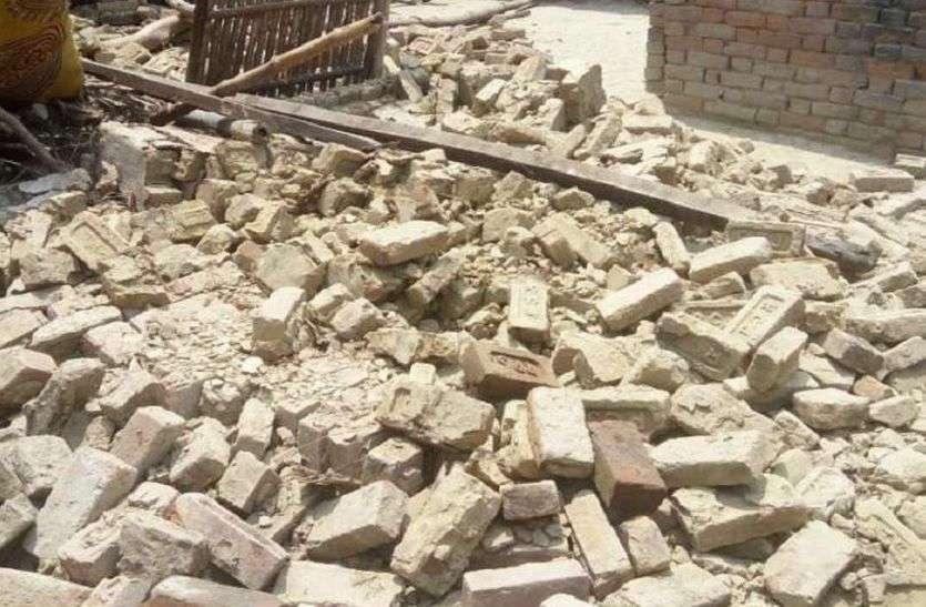 अलवर में काल बनकर आई बारिश, घर में बैठे व्यक्ति के ऊपर गिरी दीवार, बच्ची की भी गर्दन की हड्डी टूटने से मौत