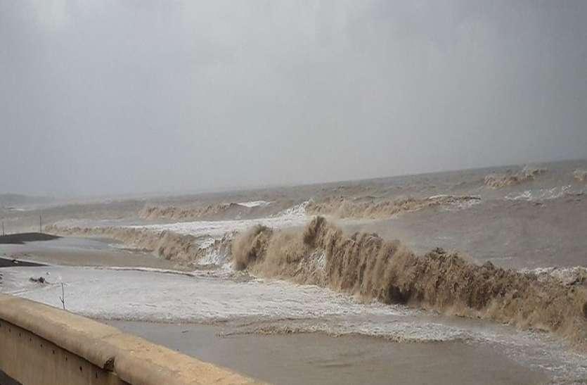 समुद्री लहरों ने दिखाया रौद्र रूप