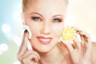 शरीर से विषैले तत्त्व निकालकर त्वचा की चमक बढ़ाता है नींबू, जानें इसके अन्य फायदे