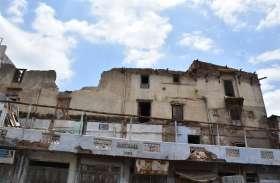 शहर में 40 जर्जर भवन अब तक नहीं नगर पालिका को सूध