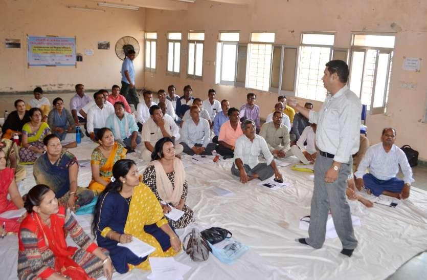 372 शालाओं के शिक्षक और शाला प्रधान की लग रही क्लास