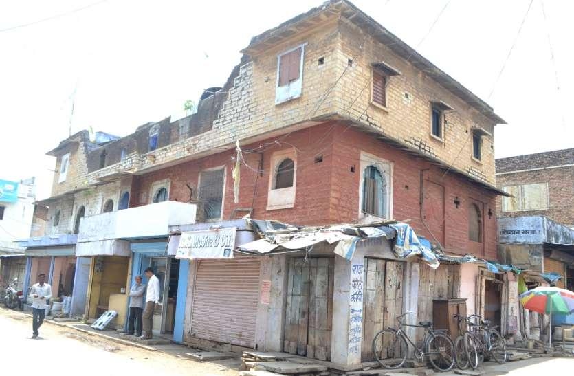 क्षतिग्रस्त मकानों को लेकर नहीं चेता नपा प्रशासन
