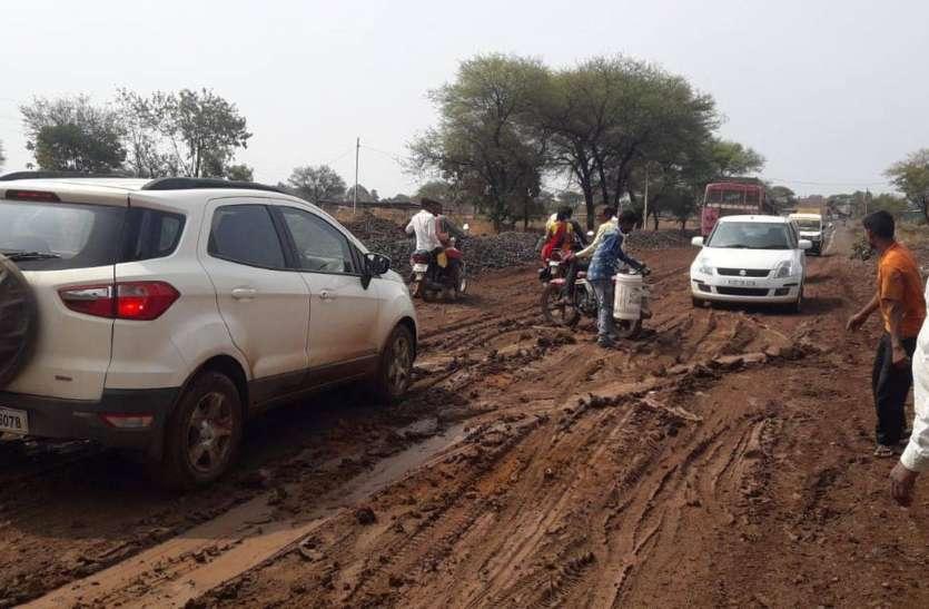 थोड़ी सी बारिश में अरनोद रोड के बिगड़े हाल, क्या होगा जब आएगा मानसून