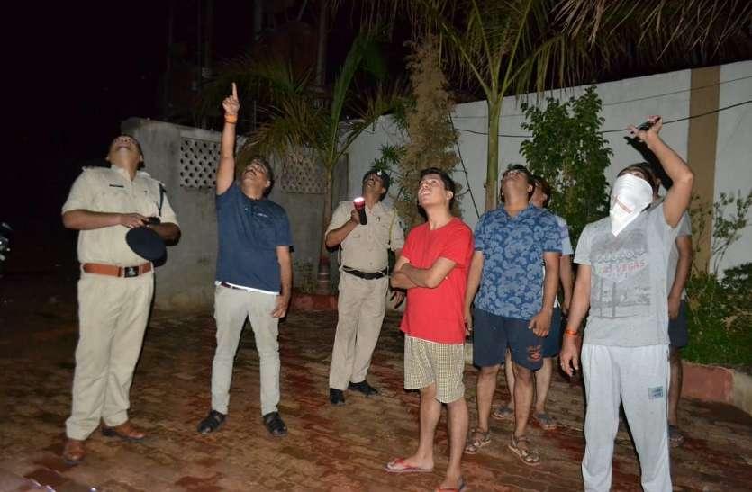 लूट के बाद रातभर होती रही आरोपियों की तलाश, देखें वीडियो