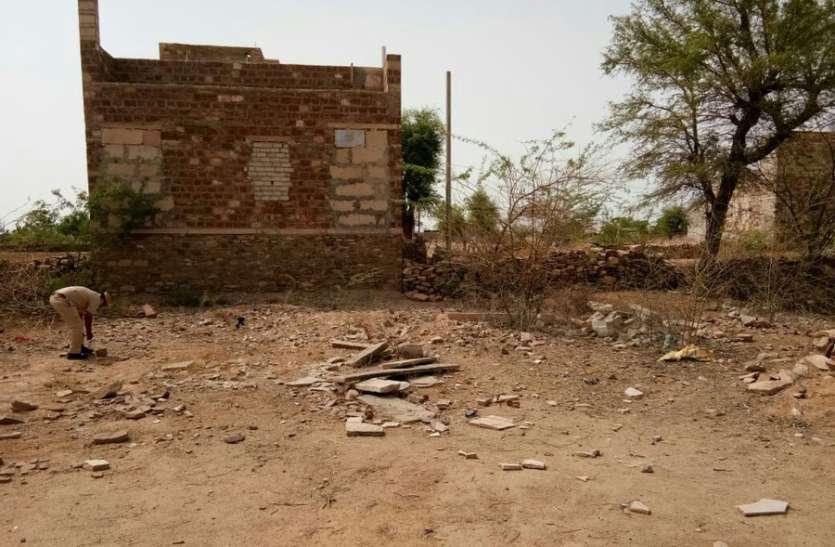 पोक्सो का आरोपी लघुशंका के बहाने थाने की दीवार फांदकर भागा