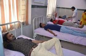 रक्तदाता बनने की लगी होड, परिवार व मित्रों संग पहुंचे खून देने
