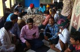 सिंगोली चारभुजा मन्दिर में दान पात्र की राशि लेने आए देवस्थान विभाग के अधिकारियों को श्रद्धालुओं के विरोध के आगे खाली हाथ लौटना पड़ा