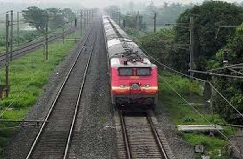 वायु चक्रवात के चलते 44 और ट्रेनें रद्द